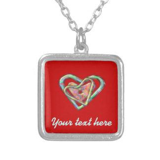 Coeur rouge sang d'amour avec le coeur triple collier