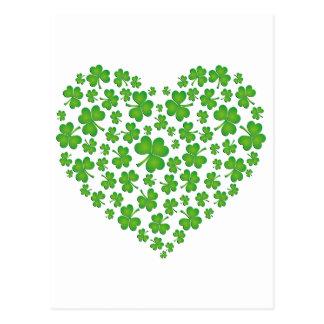 Coeur vert de shamrock carte postale