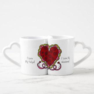 Coeurs et tasses personnalisés d'amants d'amour