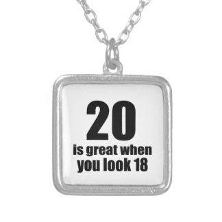 Collier 20 est grand quand vous regardez l'anniversaire