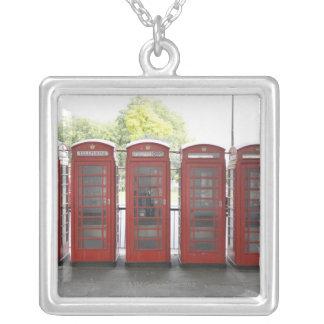 Collier 5 cabines téléphoniques à Londres