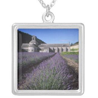 Collier Abbaye de Senanque, Gordes, Vaucluse, Provence,