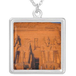 Collier AF, Egypte, Abu Simbel. Façade au coucher du