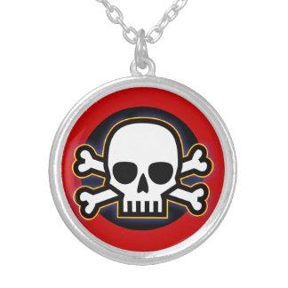 Collier Amulette de crâne et d'os