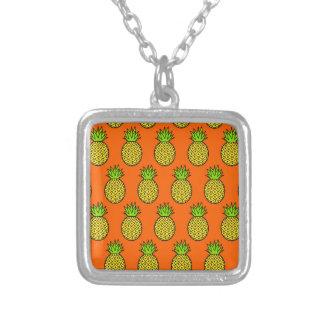 Collier Ananas oranges tropicaux