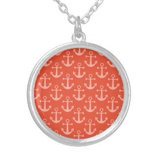 Collier Ancres nautiques dans le joli motif rose de corail