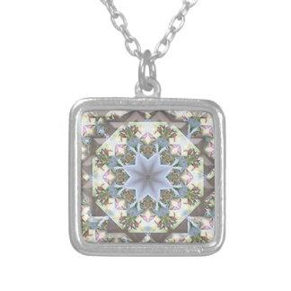 Collier argenté de carré de mandala d'étoile