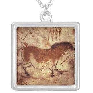 Collier Basculez la peinture d'un cheval, c.17000 AVANT