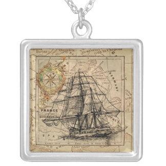 Collier Bateau de navigation vintage et vieille carte