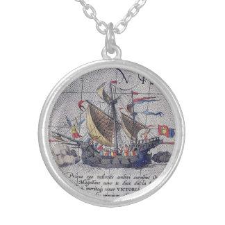 Collier Bateau et carte grands de l'océan pacifique