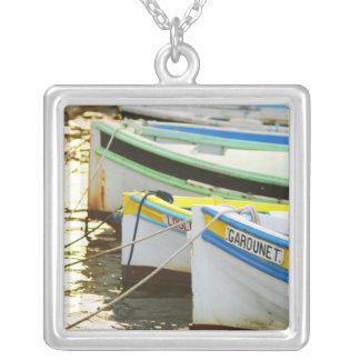 Collier Bateaux de pêche typiques de Provencal peints