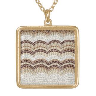 Collier beige de carré de milieu de mosaïque