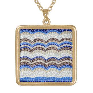 Collier bleu de carré de milieu de mosaïque