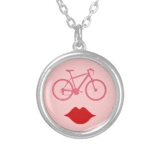 Collier bouche   de vélo de femme vélo-inspiré