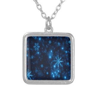 Collier Collier carré profond de flocons de neige bleus et