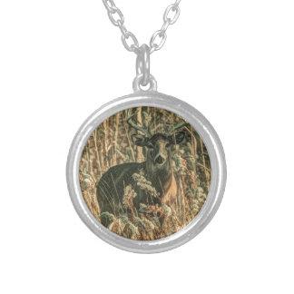 Collier cerf de Virginie de camouflage de région sauvage