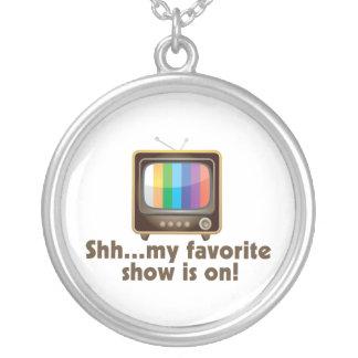 Collier Chut mon exposition préférée est à la télévision