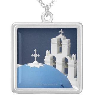 Collier Cloches et croix d'église par le dôme en Grèce