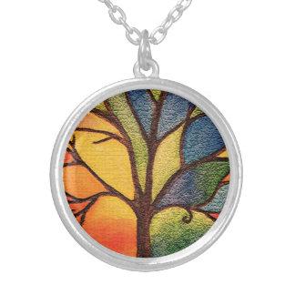 Collier coloré d'effet en verre souillé d'arbre