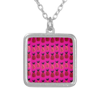 Collier Conception rose d'ananas