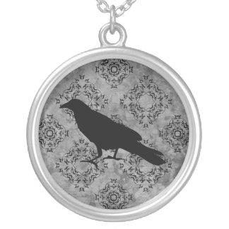 Collier Corbeau gothique élégant