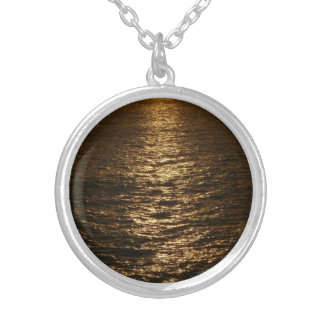 Collier Coucher du soleil sur la photographie d'océan
