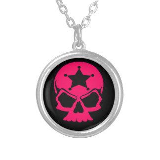 Collier Crâne rose (arrière - plan noir)