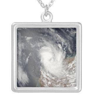 Collier Cyclone Dominique outre du rivage d'Austra