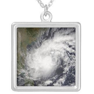 Collier Cyclone tropical Baaz