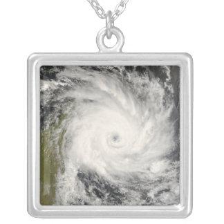 Collier Cyclone tropical Ivan au-dessus du Madagascar