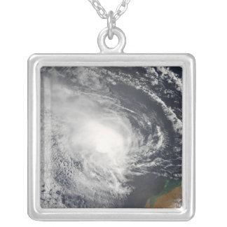 Collier Cyclone tropical Jacob approchant l'Australie
