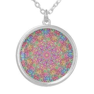 Collier de cru de motif de couleurs de techno