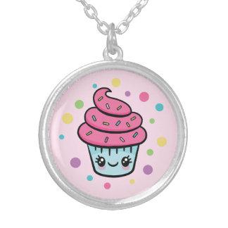 Collier de petit gâteau de joyeux anniversaire