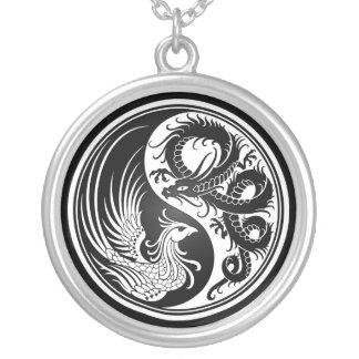 Collier Dragon blanc et noir Phoenix Yin Yang