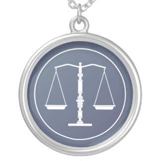 Collier Échelles bleues de justice
