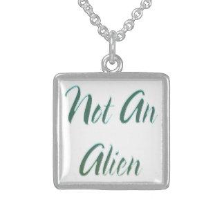Collier En Argent Pas un vert d'alien