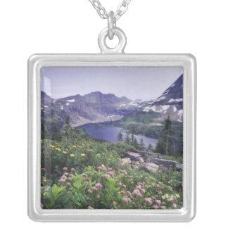 Collier Fleurs sauvages et lac caché, arbustifs