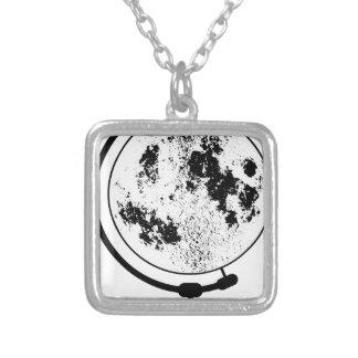 Collier Globe lunaire monté sur le pivot tournant