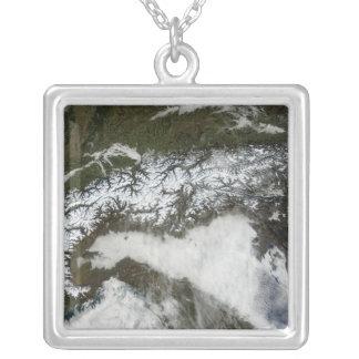 Collier Image satellite de la gamme de montagne d'Alpes
