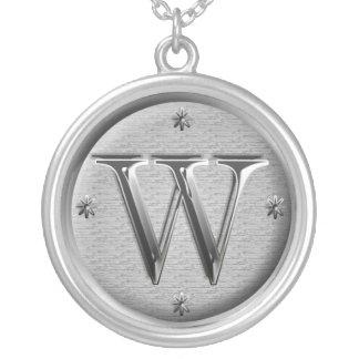 collier initial de W