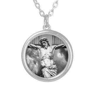 Collier Jésus sur une croix