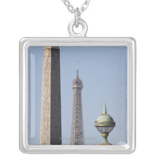 Collier La en place égyptienne d'obélisque et de lampe De