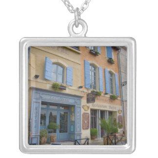 Collier La France, Arles, la Provence, hôtel et restaurant
