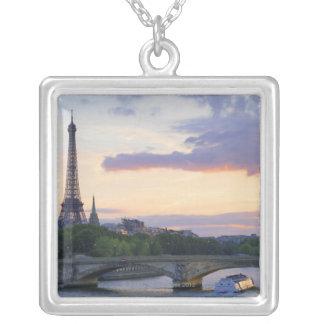 Collier La France, Paris, bateau de visite sur la rivière