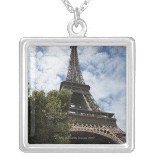 Collier La France, Paris, Tour Eiffel et arbre, angle