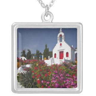 Collier La Grèce, Mykonos, petite chapelle mignonne dans