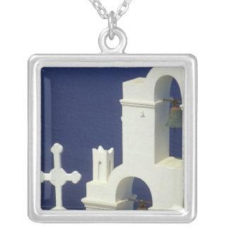 Collier La Grèce, Santorini. Vue d'une église grecque et