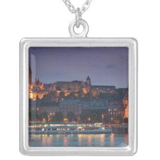 Collier La HONGRIE, Budapest : Colline de château, église