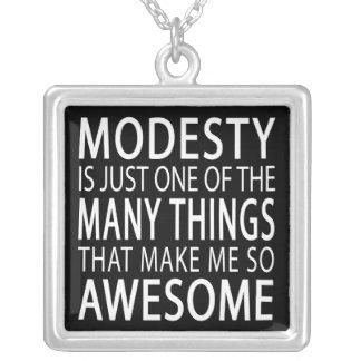 Collier La modestie me rend impressionnant - slogan drôle