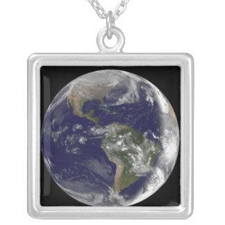 Collier La pleine terre montrant l'Amérique du Nord et des